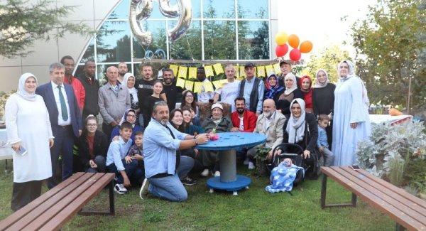 Ethem Ekşioğlu 100 üncü yaş gününü torunlarıyla kutladı