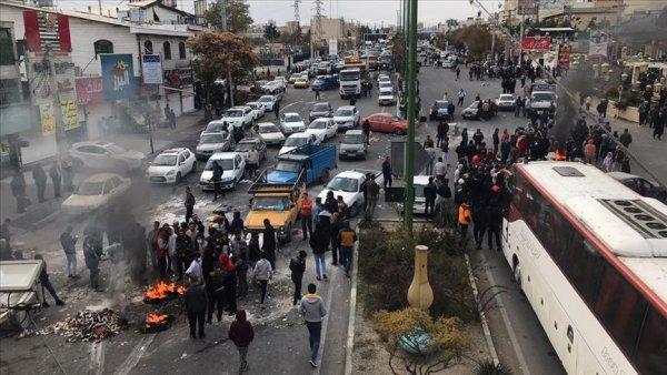 İran da benzin zammı protestoları sürüyor