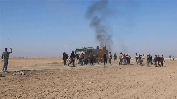 YPG PKK yandaşları Rus askeri aracına molotofkokteyli ile saldırdı