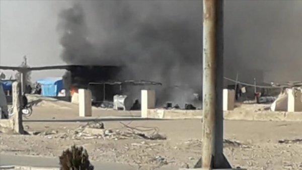 Terör örgütü YPG PKK Deyrizor da sığınmacı kampını ateşe verdi
