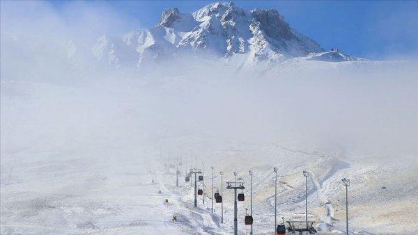 Erciyes Kayak Merkezi nde kar kalınlığı 20 santimetreye ulaştı