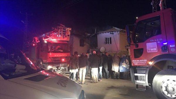 Niğde de iki katlı evde çıkan yangında 4 kişi öldü 3 kişi yaralandı
