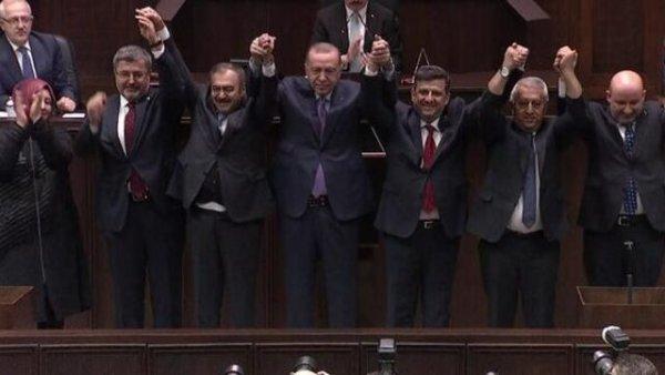 5 belediye başkanı AK Parti ye katıldı