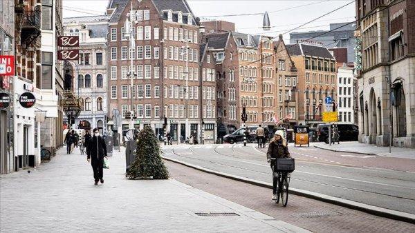 Hollanda da koronavirüsten ölenlerin sayısı 639 a yükseldi