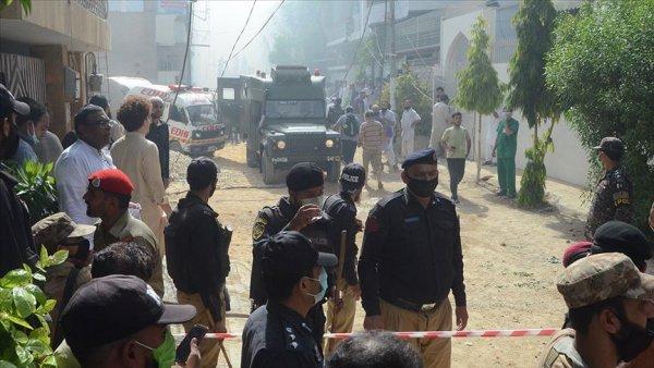 Pakistan da yolcu uçağı yerleşim alanına düştü