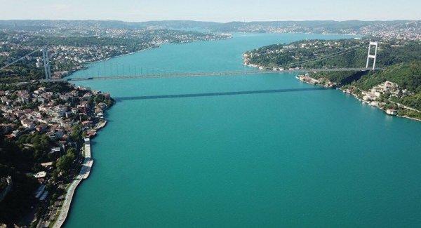 İstanbul Boğazı nda renk değişimi