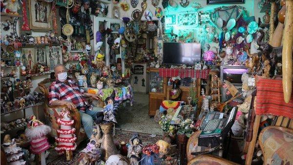 Evde kal çağrısına oyuncak müzesi ne çevirdiği konutunda uyuyor