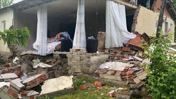 Bingöl Karlıova da 5 7 büyüklüğünde deprem meydana geldi
