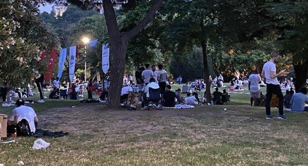 Maçka Parkı nda vatandaşlar maskesiz ve sosyal masafeye uymadan