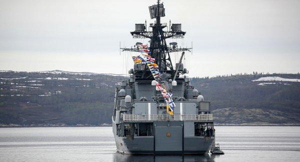 İngiliz donanması Rus savaş gemisini izlemeye aldı