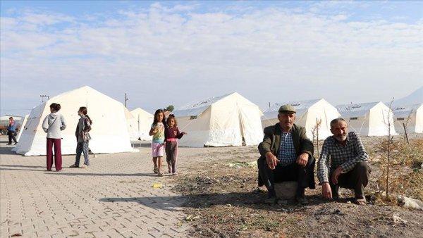 Depremin merkezi Obruk köyünde vatandaşlar geceyi dışarıda geçirdi