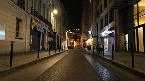 Fransa da sokağa çıkma yasağı başladı