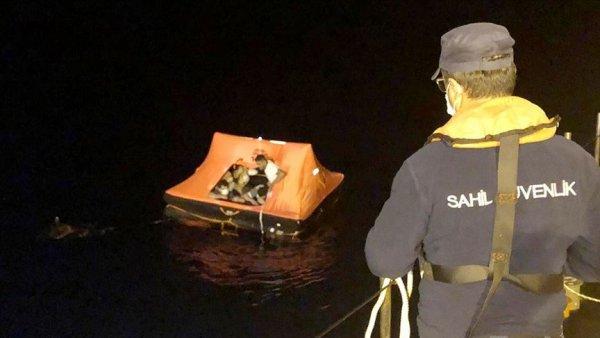 Muğla da Türk kara sularına itilen 13 sığınmacı kurtarıldı
