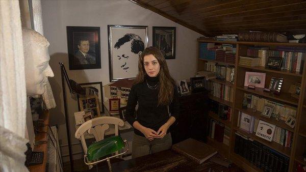 """Kızları, Ahmet Taner Kışlalı'yı anlattı: """"Vatanına karşı çok sevgi doluydu"""""""