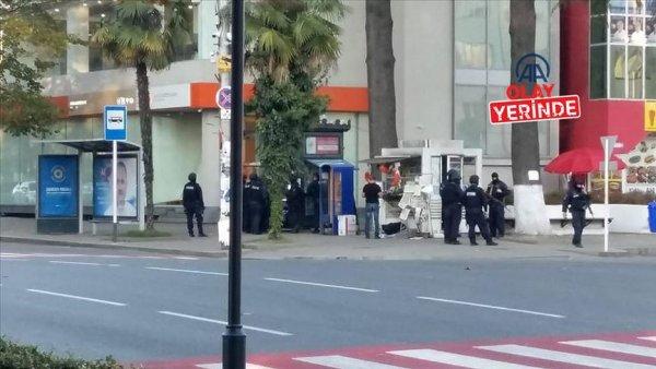 Gürcistan da banka soymak isteyen saldırgan 20 kişiyi rehin aldı