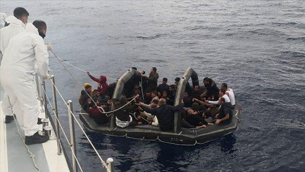 Muğla da Türk kara sularına itilen 232 sığınmacı kurtarıldı