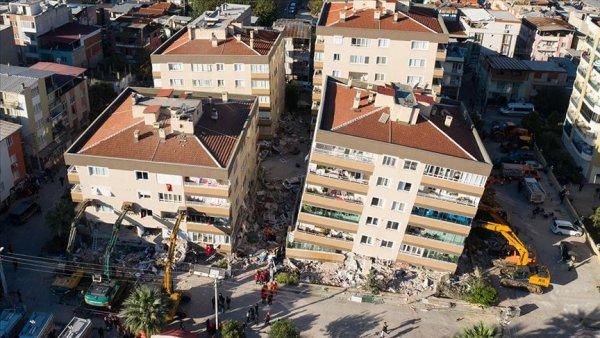 İzmir de ana şoktan sonra 484 artçı deprem kaydedildi