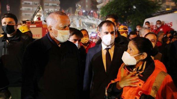Cumhurbaşkanı Erdoğan İzmir de deprem bölgesini ziyaret etti