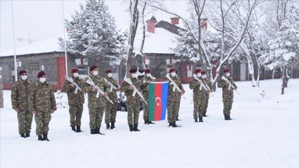 Azerbaycan askerleri Kış Tatbikatı için Kars ta