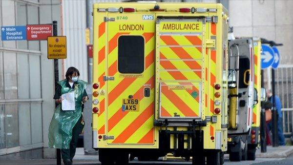 İngiltere de her 30 saniyede bir Kovid 19 vakası hastanelere kabul ediliyor