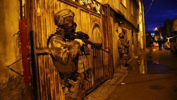 Adana da uyuşturucu operasyonu: 25 gözaltı kararı