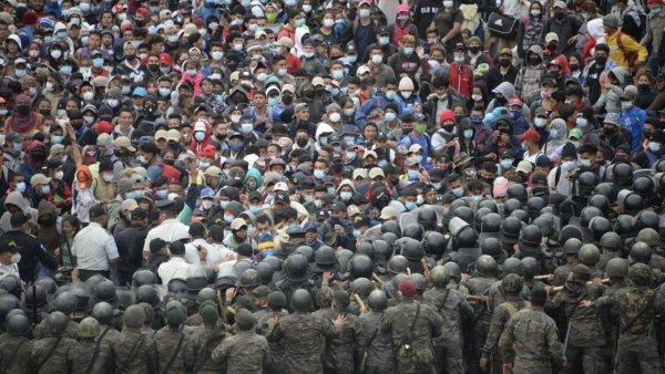 ABD ye gitmeye çalışan göçmenlere Guatemala ordusu müdahale etti