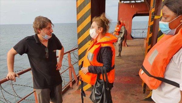 Türkiye Librevil Büyükelçisi saldırıya uğrayan geminin mürettebatıyla