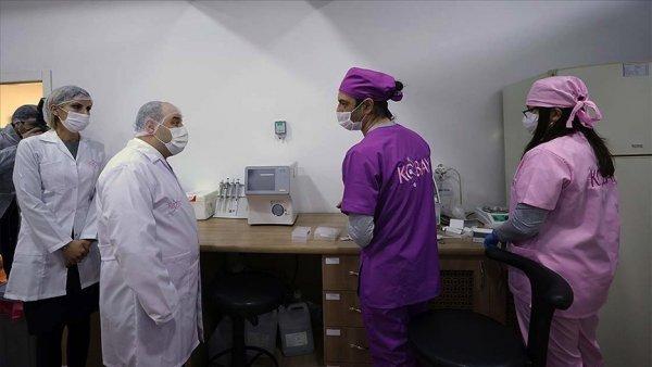 Bakan Mustafa Varank laboratuvarda incelemelerde bulundu