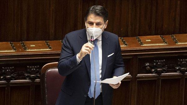 İtalya da Başbakan Giuseppe Conte ve hükümeti istifa etti