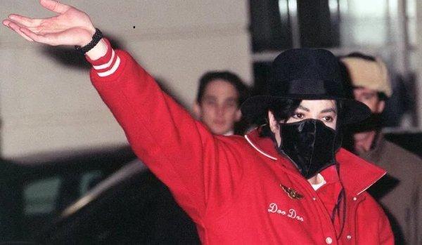 Michael Jackson yüz maskesi takıyordu çünkü