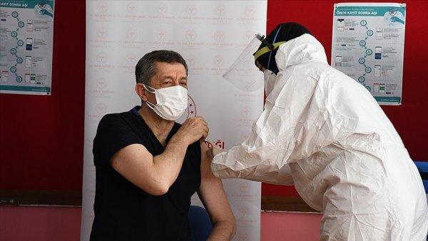 Öğretmenlere Kovid 19 aşısı uygulanmasına başlandı
