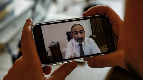 Paşinyan kendini istifaya çağıran Genelkurmay Başkanını görevden aldı