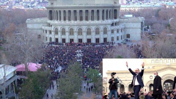 Ermenistan da ordunun istifa bildirisi sonrası meydanlar hareketlendi