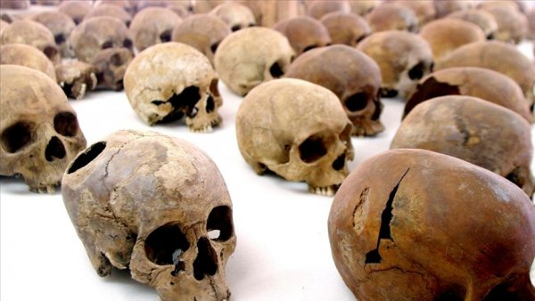 Fransa Ruanda soykırımı sırasında izlediği siyaset nedeniyle özür dilemeli