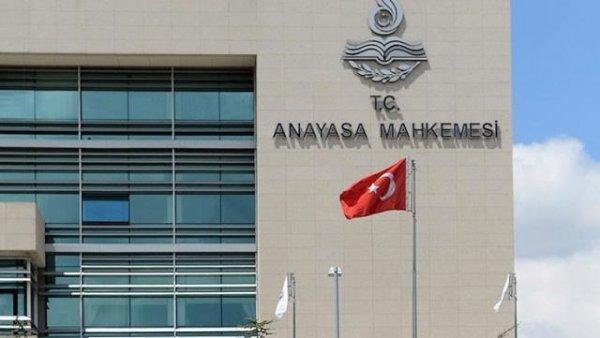 Anayasa Mahkemesi nden üç parti hakkında suç duyurusu