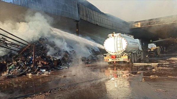 Osmaniye de geri dönüşüm fabrikasında yangın