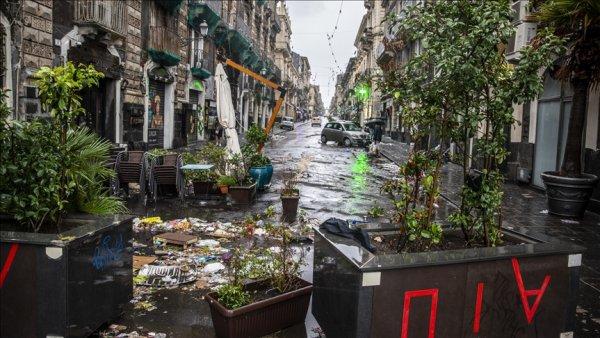 İtalya nın Katanya kentini sel vurdu
