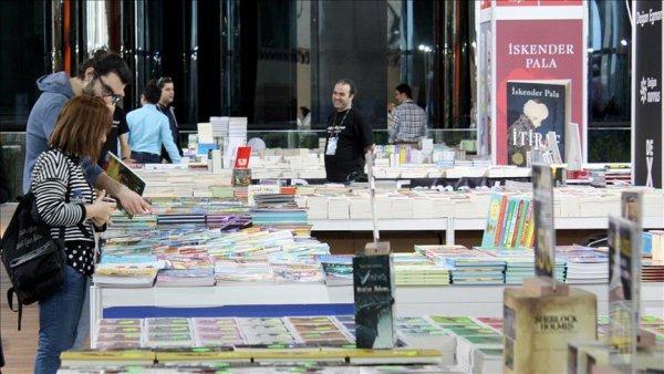1 Kitap Fuarı İstanbul açıldı