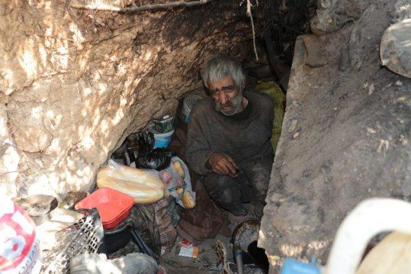 3 dil biliyor 40 yıldır mağarada yaşıyor