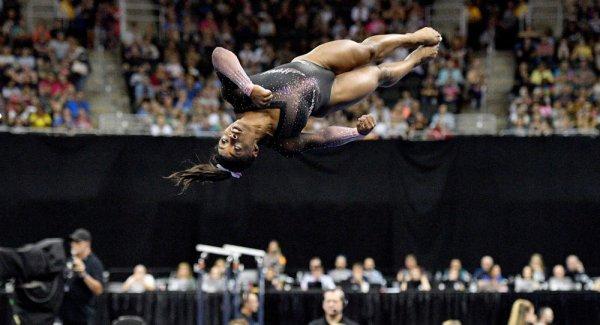 ABD li jimnastikçi Simone Biles tarihe geçti