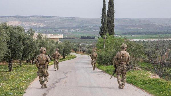 Afrin de halk 18 teröristi TSK ya teslim etti