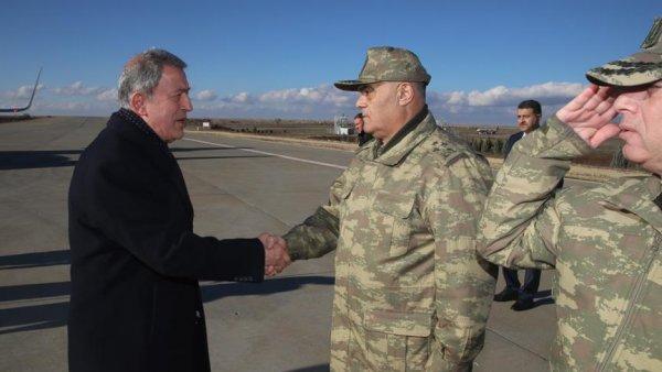 Akar ve komutanlar sınırdaki birliklerde incelemelerde bulundu