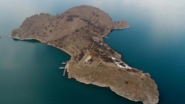 Akdamar Adası na gölün altından tatlı su taşınacak