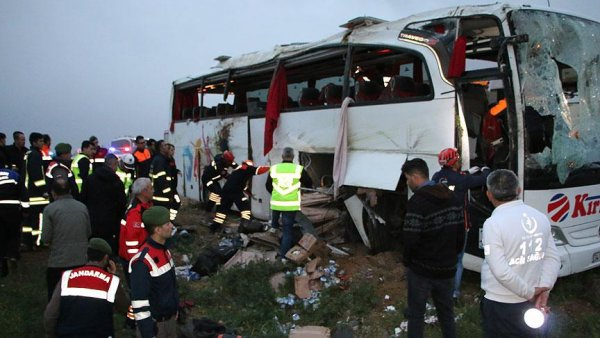 Otobüsü şarampole devrildi: 4 ölü