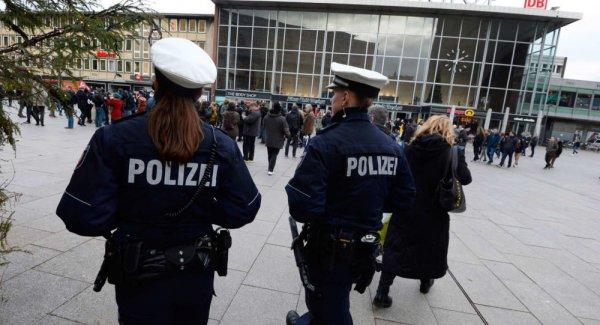 Almanya da aylarca kadın polis olarak görev yapan Ömer K yakalandı
