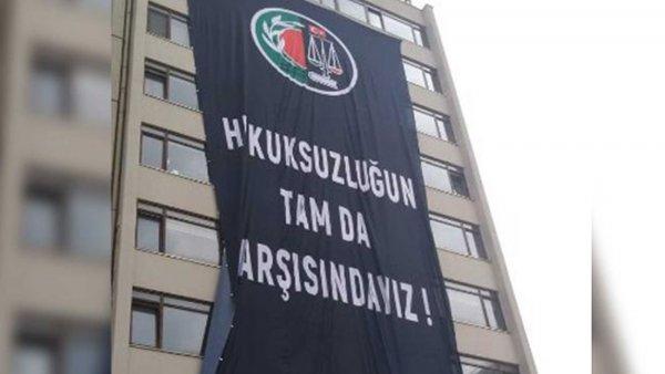 Ankara Barosu ndan karşı komşusu YSK ya pankartlı mesaj