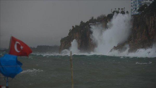 Antalya da kuvvetli yağış ve fırtına