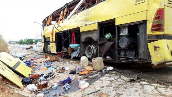 Gezi otobüsü kaza yaptı