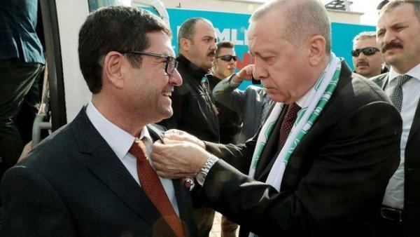 Barış Saylak ın rozetini Cumhurbaşkanı Erdoğan taktı