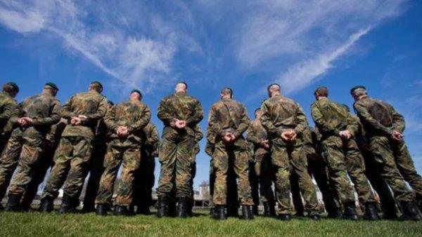 Berlin de Türk kökenli askere saldırı